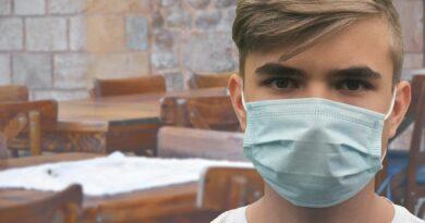 La pandemia, el turismo y aperturas cautelosas mientras se espera.
