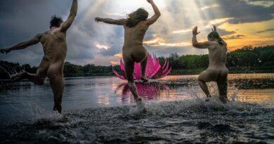 Festival de cuerpos desnudos